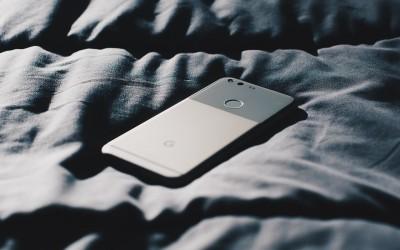 So heftig beeinflusst Smartphone-Licht bei Nacht den Schlaf